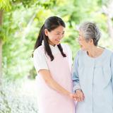 特別養護老人ホームと有料老人ホーム、介護職員初任者として働くなら、どっちが大変?
