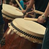 和楽器である和太鼓と西洋のドラムとの違いとは