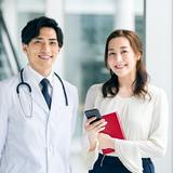 医師をサポートする! 人気急上昇の医療秘書は医療事務とどう違う?